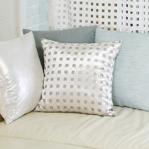 square velvet cushion - ivory